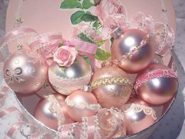 pink-christmas-balls