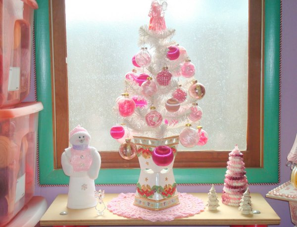 Pink Christmas Decorations Ideas