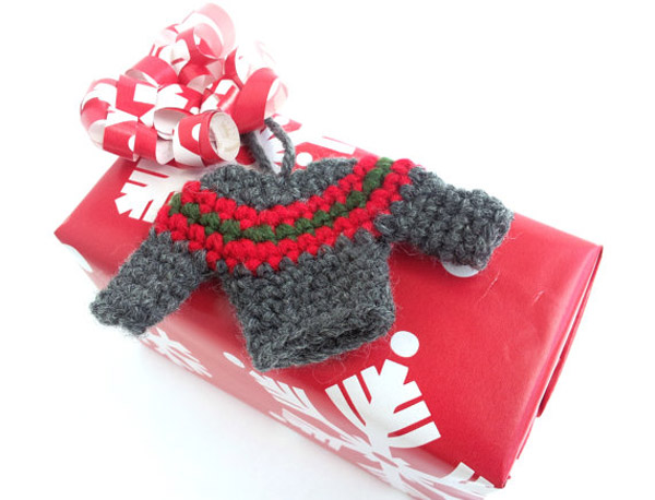 ugly-christmas-sweater-party-favors