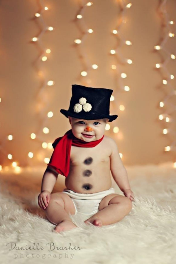 creative-baby-snowman-holiday-photo
