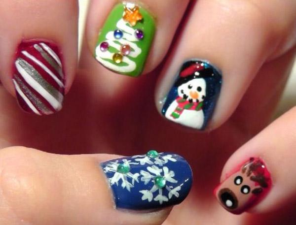 simple-christmas-nail-design