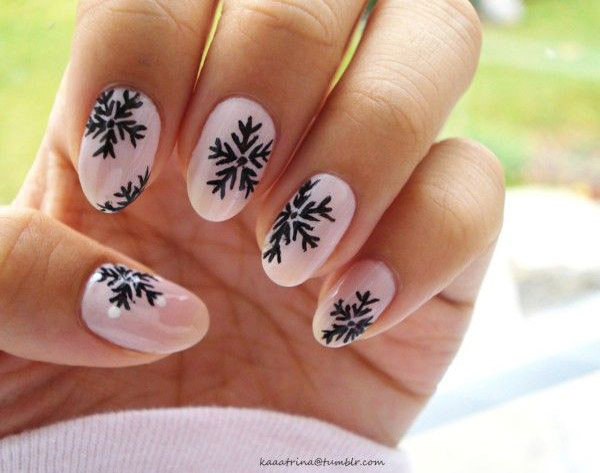 simple-christmas-nail-designs - 50 Amazing And Easy Christmas Nail Designs And Nail Arts - Christmas