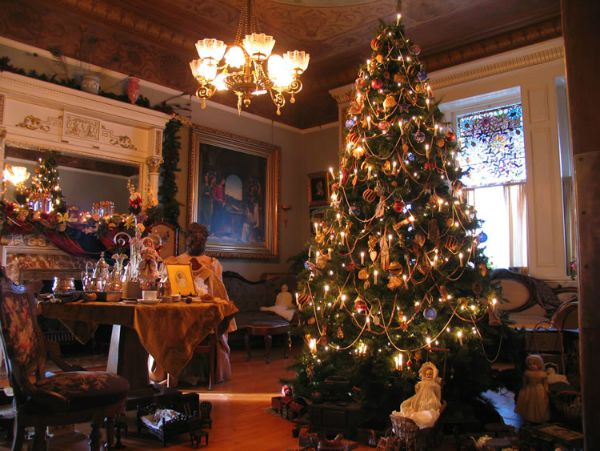Top 40 Victorian Christmas Decorations To Get You Started