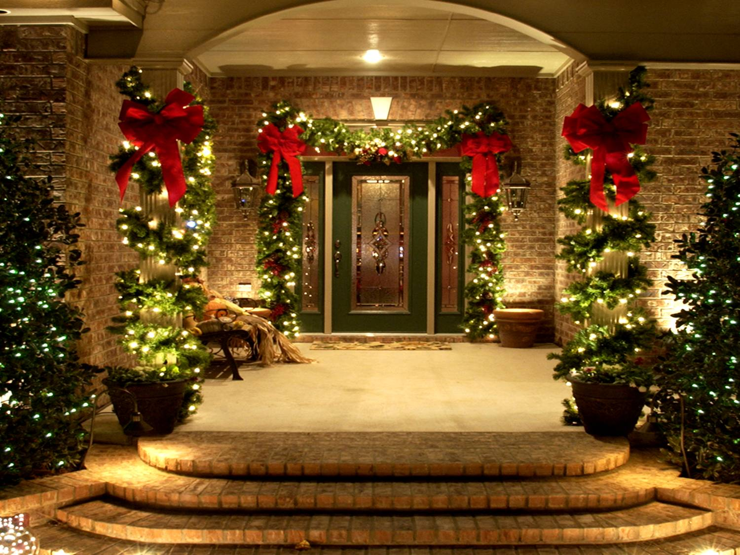 15 dazzling ideas for lighting your surroundings this christmas