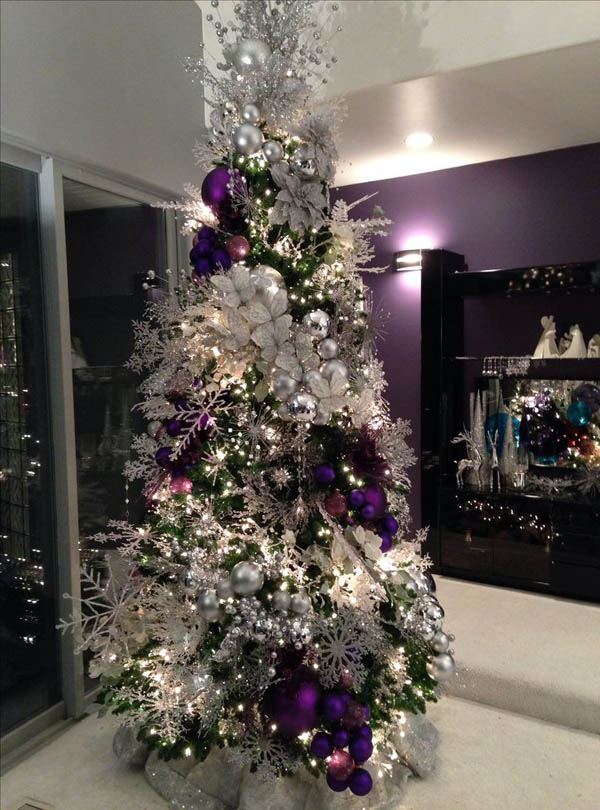 the snowflakes complement well with the other ornaments the designer tie the purple christmas balls together and hang in the christmas tree making it look