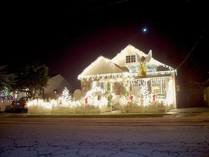 Simple Outdoor Christmas Decorating