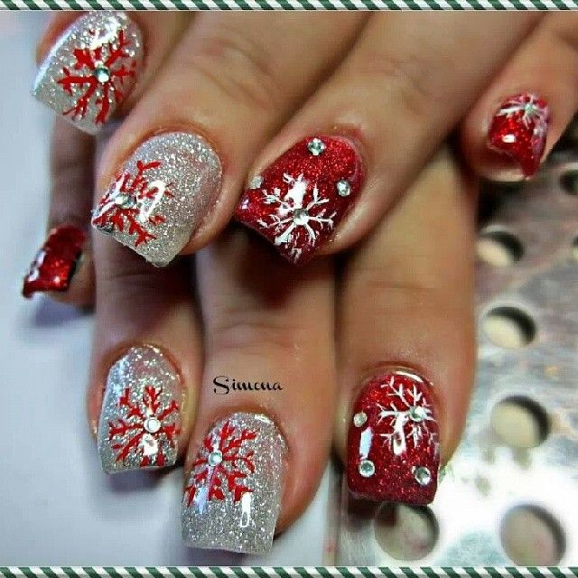 nail art - Red Christmas Nails