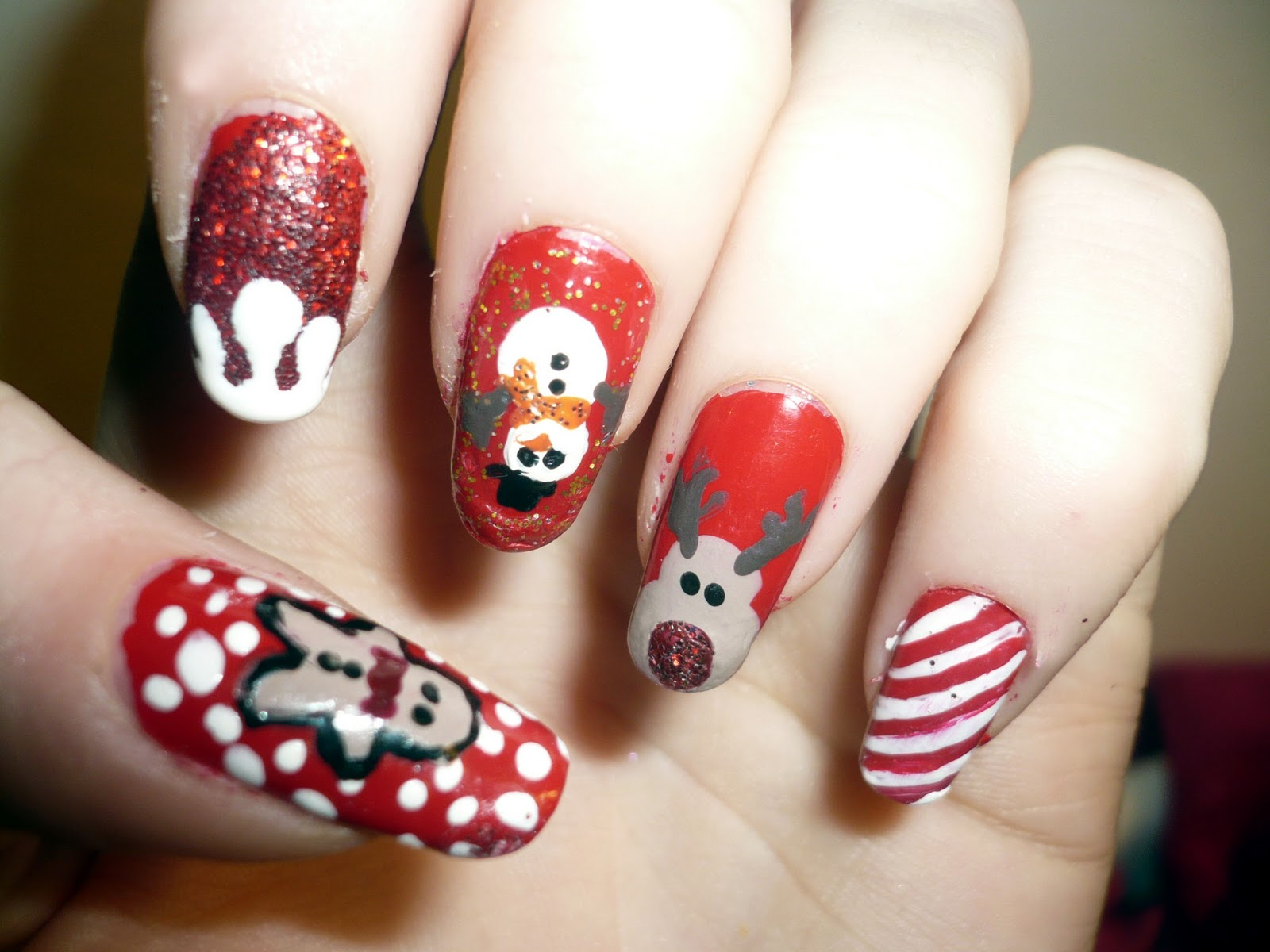 16 gorgeous and easy nail art ideas for christmas christmas nail art prinsesfo Images