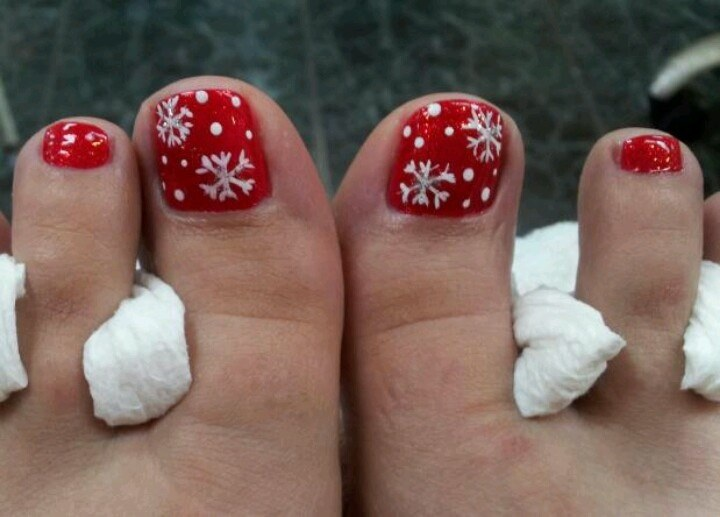 Christmas Toe Nail Designs #24. toe-nail-art Source - 30 Best And Easy Christmas Toe Nail Designs - Christmas Celebration