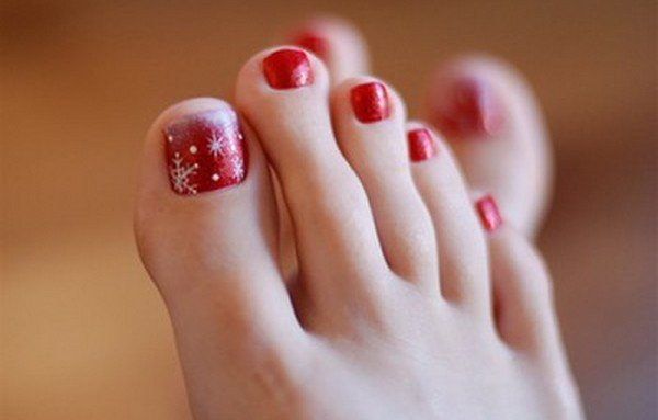Christmas Toe Nail Designs #7. toe-nail-art Source - 30 Best And Easy Christmas Toe Nail Designs - Christmas Celebration