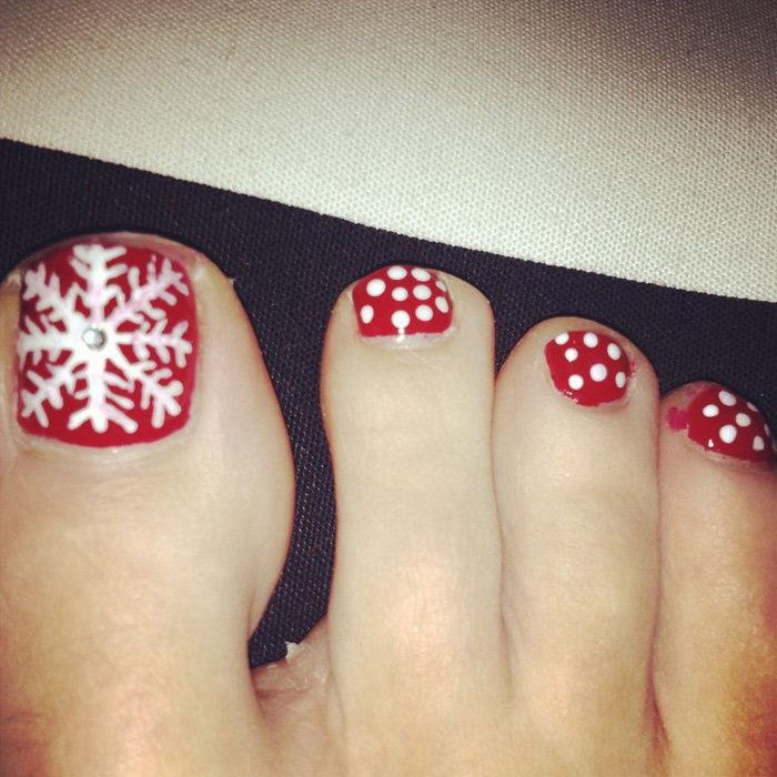 30 Best And Easy Christmas Toe Nail Designs Christmas Celebration All About Christmas