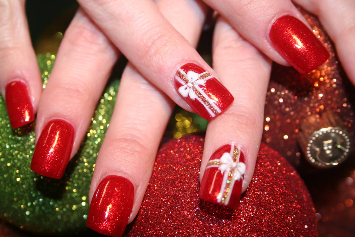 Christmas Nail Art Design #5 - 16 Gorgeous And Easy Nail Art Ideas For Christmas - Christmas