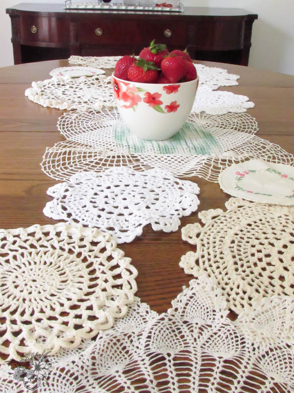 Christmas Table Runner Diy.Top 45 Most Beautiful Christmas Table Runners Christmas