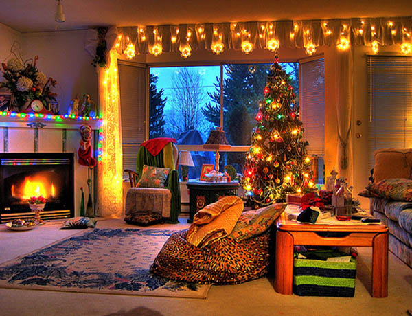 Most beautiful christmas living room decorating ideas for for Xmas living room ideas