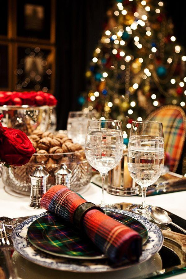 Top 50 christmas tablescapes christmas celebration all for Modern christmas table settings ideas