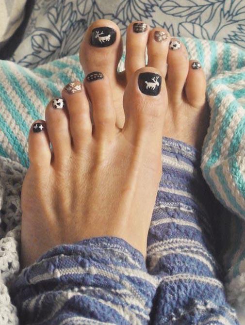 christmas-toe-nail-desigs-02