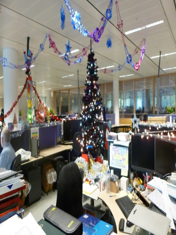 source - Christmas Office Decorations