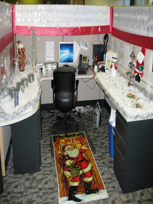 source - Office Desk Christmas Decorations