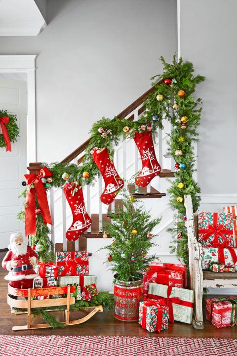 spirit-christmas-past-stairway