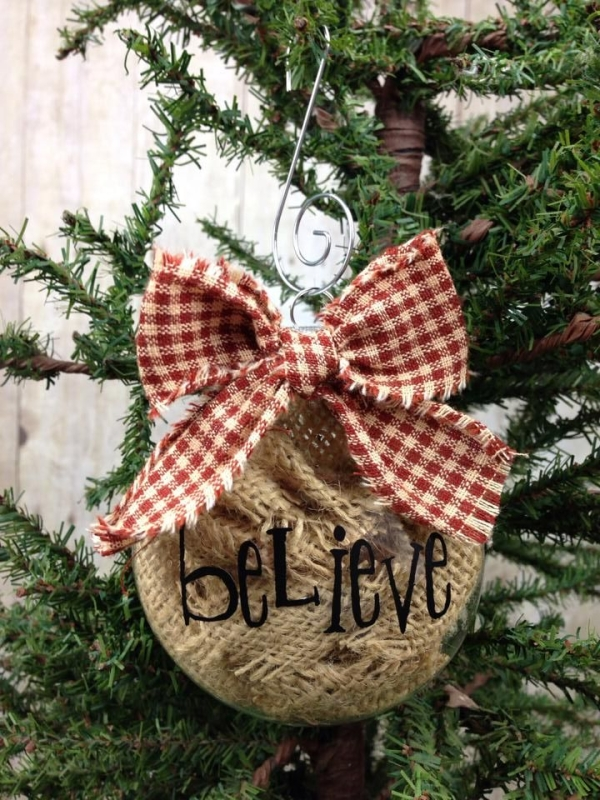 Top 16 Burlap Christmas Decoration Ideas - Christmas Celebrations