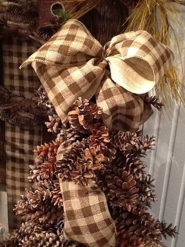 Top 16 burlap christmas decoration ideas christmas for Burlap ribbon on tree
