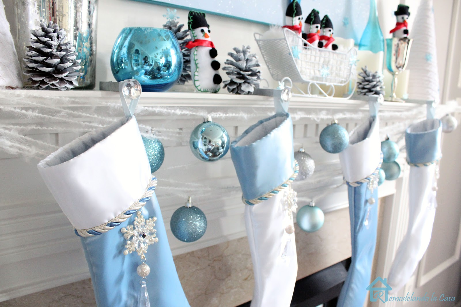 Blue christmas table decorations - Source
