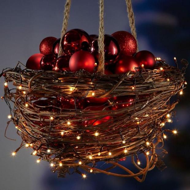 Hanging-out-door-christmas-deco