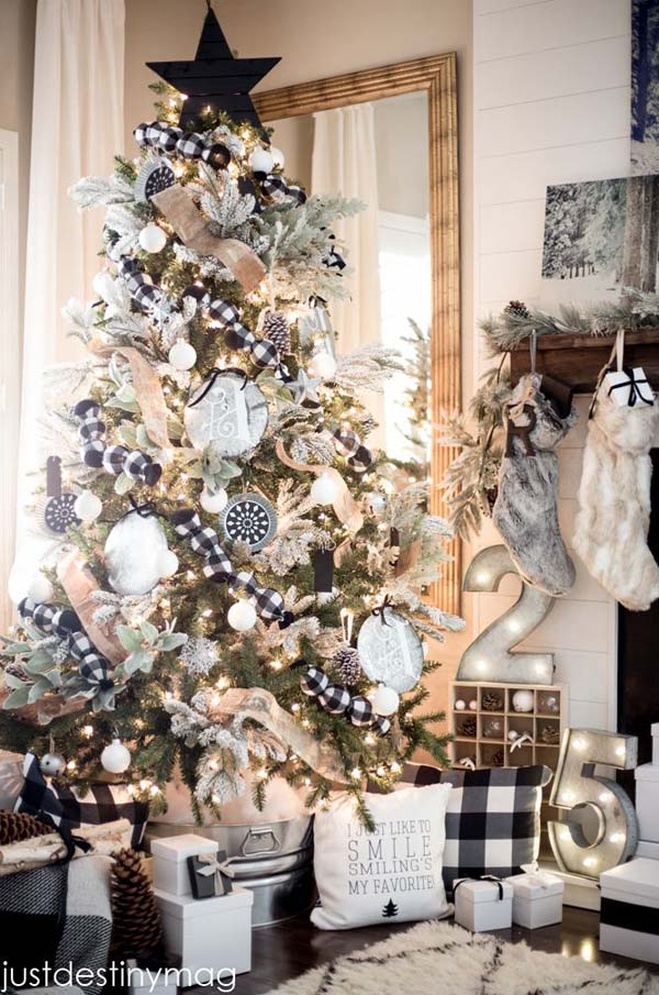 black-and-white-christmas-tree
