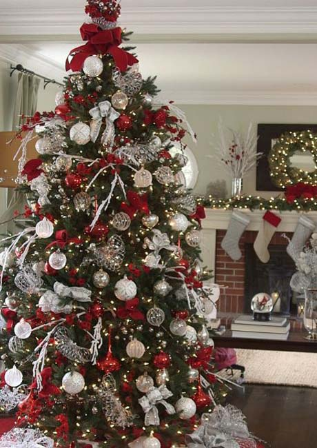 red-white-christmas-tree-decoratings