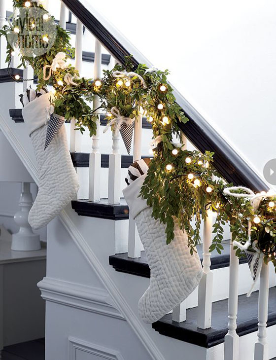 Top scandinavian christmas decorations christmas for Stair railing decorated for christmas