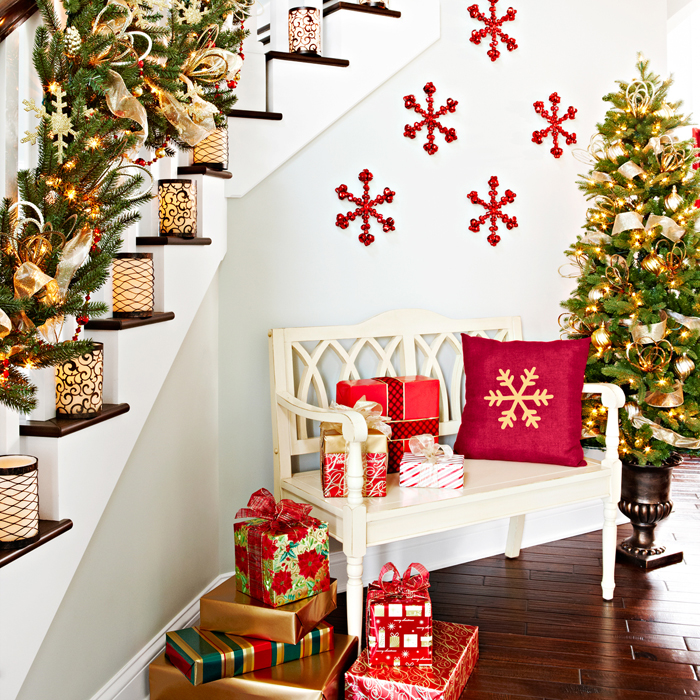 Top 40 Stunning Christmas Decorating Ideas For Staircase - Christmas ...