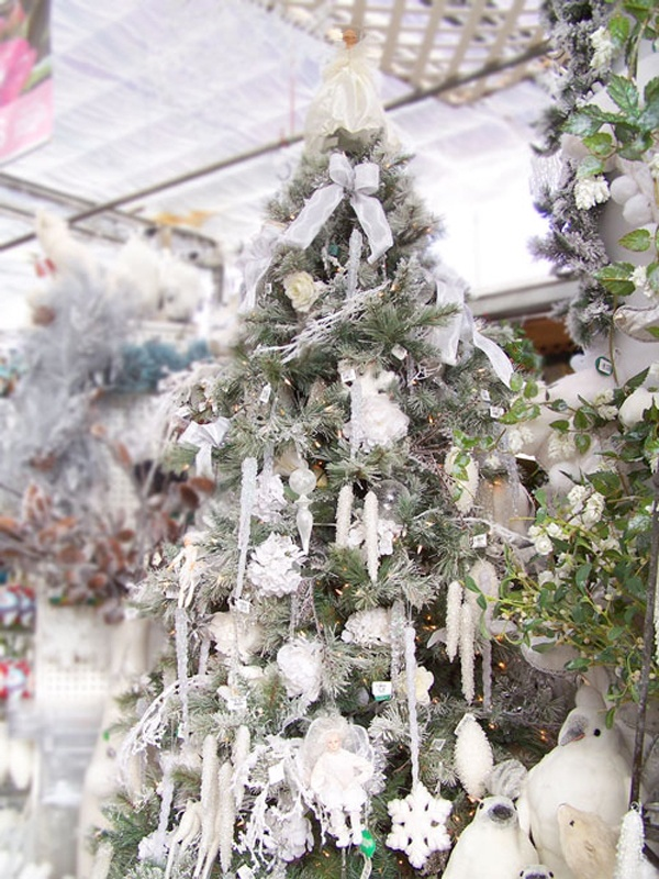 source - White Christmas Flower Decorations