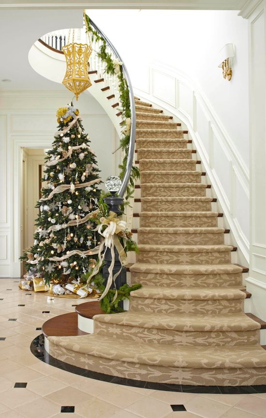 Top 40 stunning christmas decorating ideas for staircase for Stair railing decorated for christmas