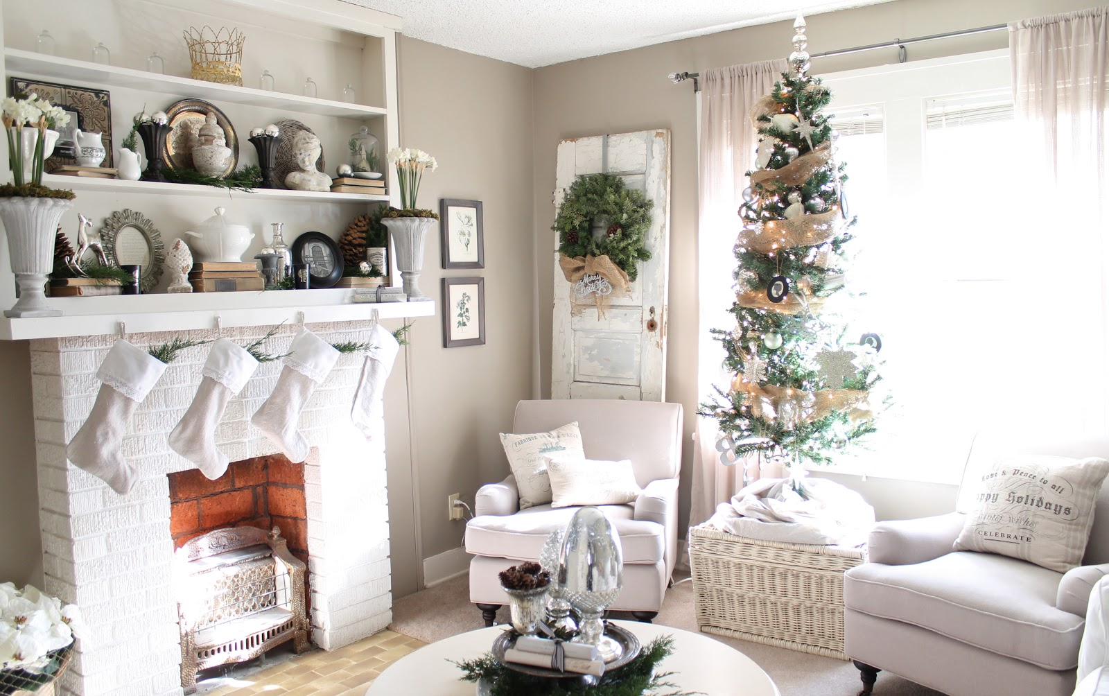 neutral white christmas decoration source - Neutral Christmas Decor