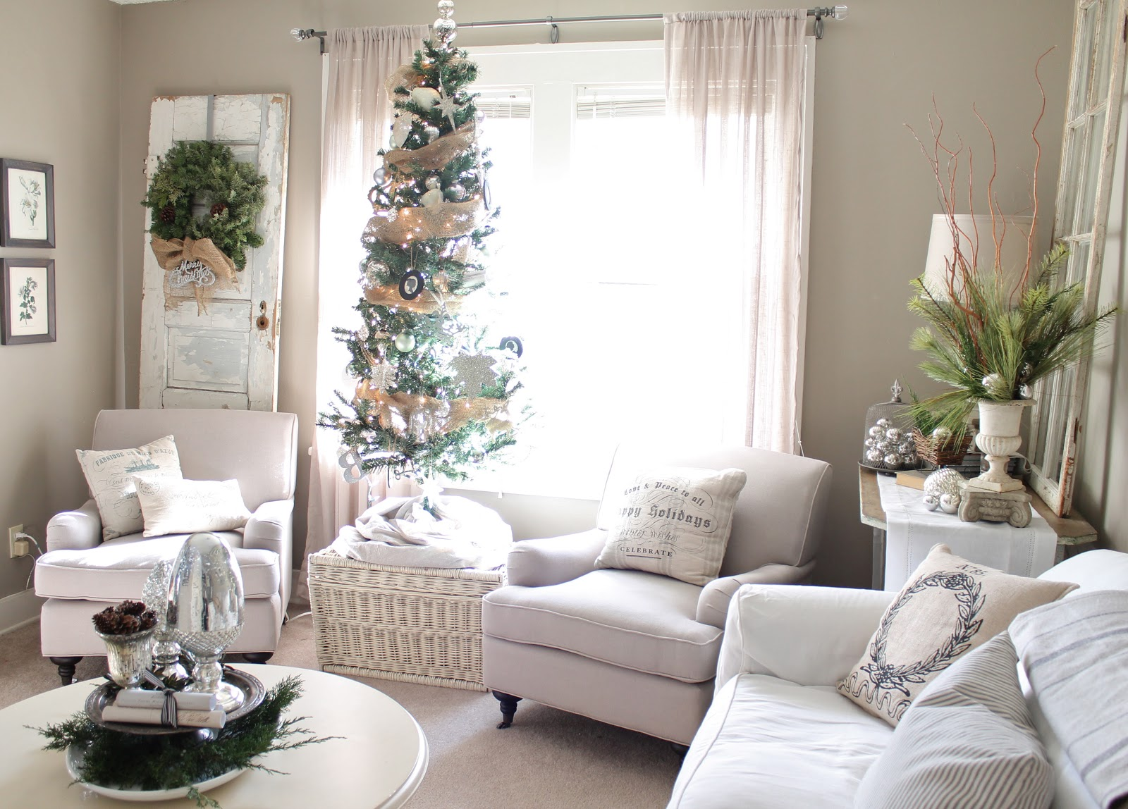 cool white christmas living room idea source