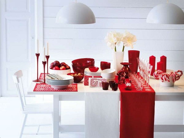 Red-And-White-Table-Setting