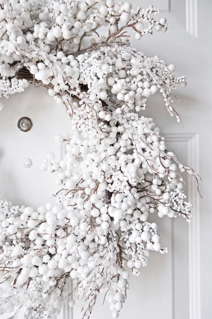 cosy white christmas decorations - White Christmas Flower Decorations