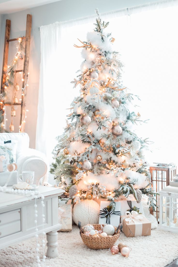 Gold white christmas tree christmas home christmas for Christmas home ideas