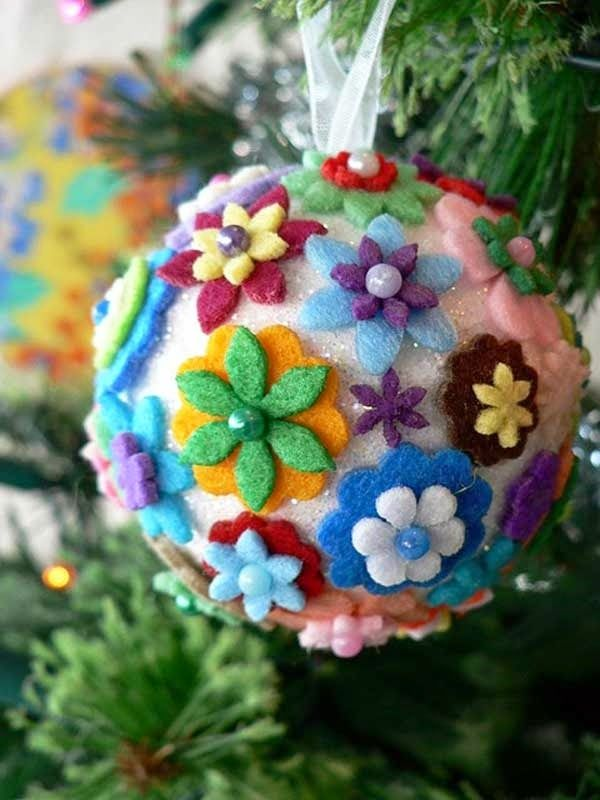 Christmas Arts And Crafts Ideas For Adults Part - 42: Use Felt In Assorted Colors To Make These Cute Ornaments Hanging From The  Christmas Tree. I Especially Loved The Beads Used In These Flowers.
