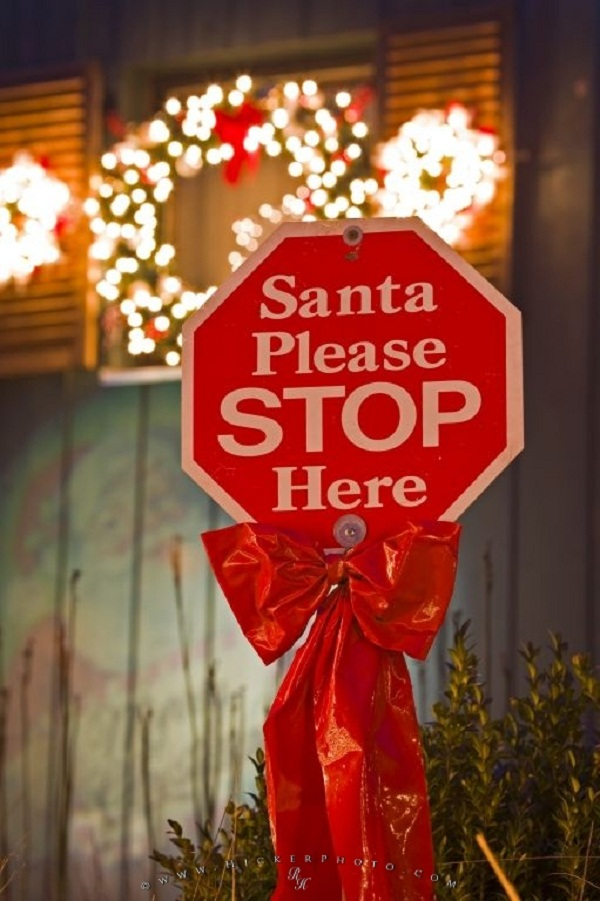 40 Funny And Humorous Christmas Decorations That Will