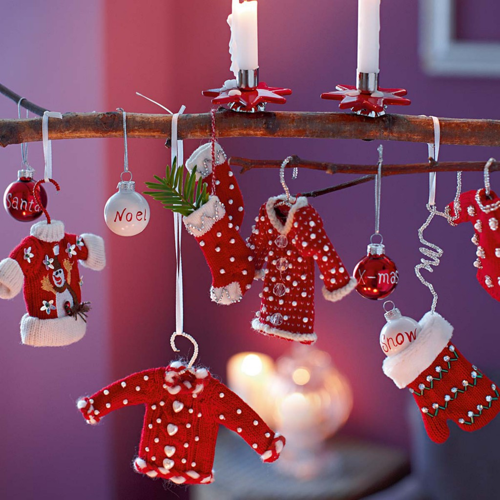 Purple and red christmas decorations - Source