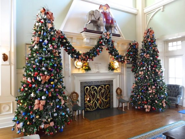 2012 Holiday Decorations - Boardwalk Inn - Walt Disney World - 07