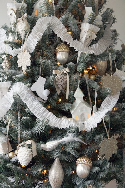 white and silver ornaments source - Silver And White Christmas Tree Decorations