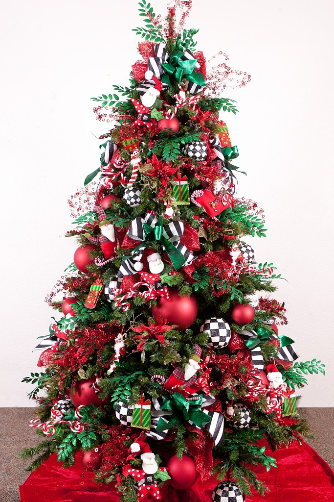 a charming red and green christmas tree source - Red And Green Christmas Tree Decorations