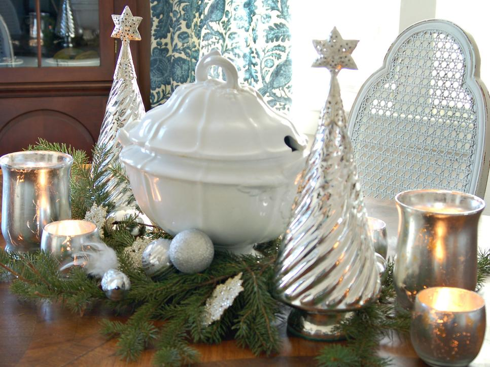 source - White Christmas Decorating Theme