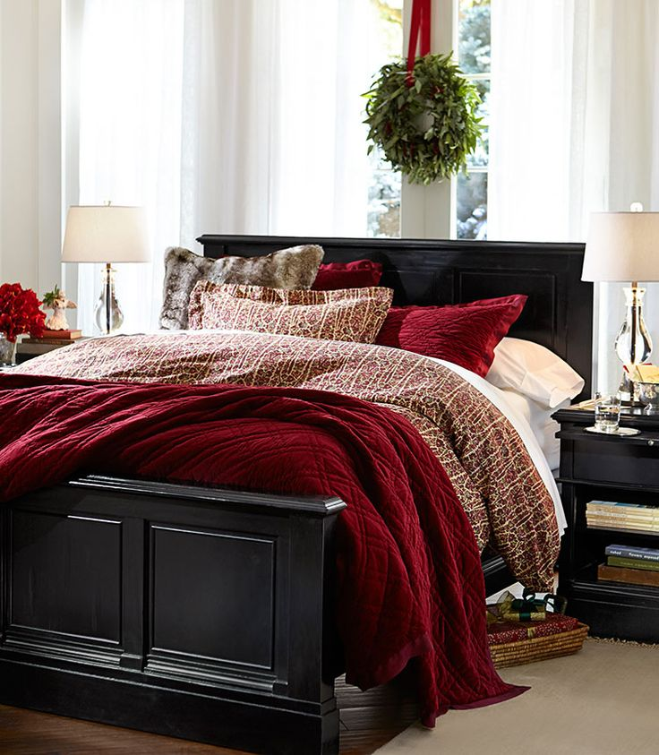 Pleasing Bedroom Design  Source. Top 40 Christmas Bedroom Decorating Ideas   Christmas Celebrations