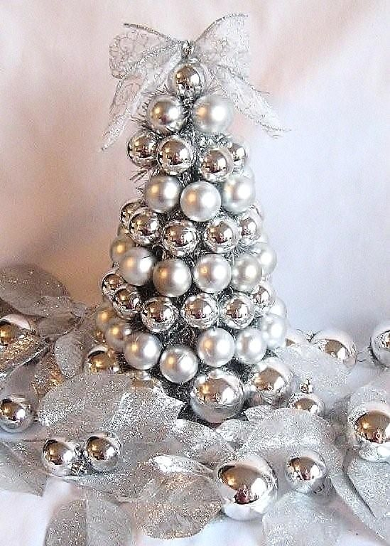 white and silver christmas tree source - Silver Christmas Tree Decorating Ideas