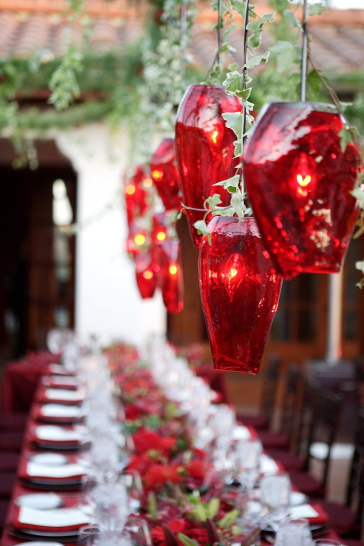 Red and white christmas decorations - Red And White Outdoor Table Decoration Source