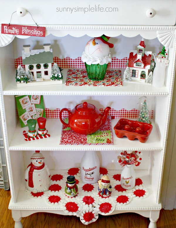 source - Red And White Christmas Decorations