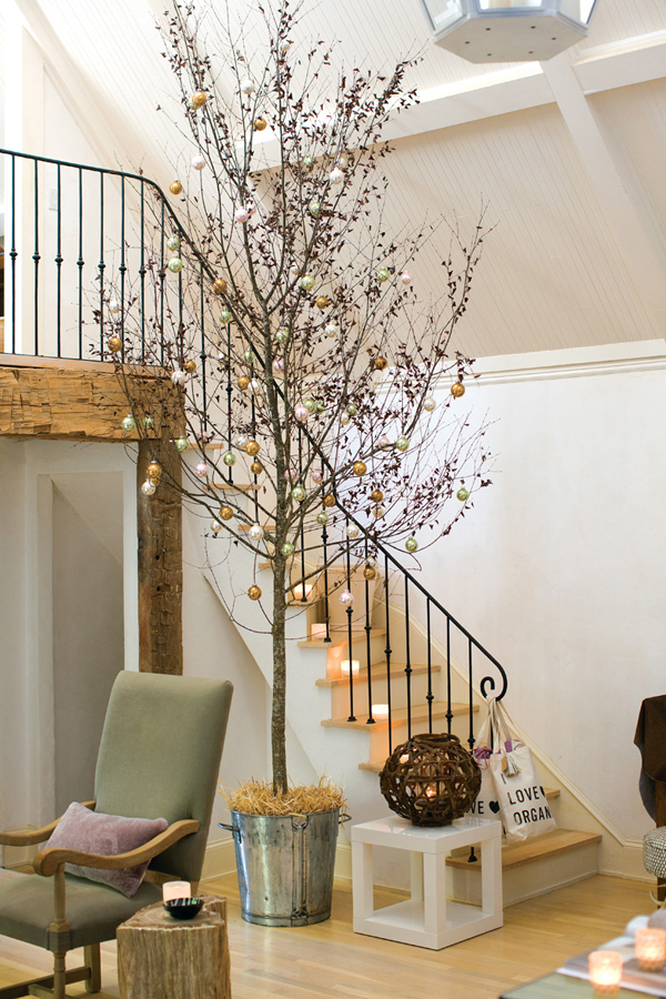 Another Gorgeous Christmas Tree: Source - Top 40 Christmas Decoration Made With Twigs And Branches - Christmas